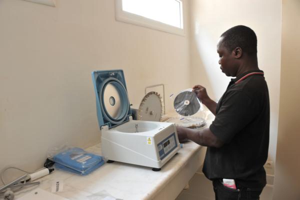 montage des accessoires de centrifugeuse à hématrogrite (1)